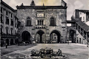 Bergamo - Piazza Vecchia - Palazzo della Ragione